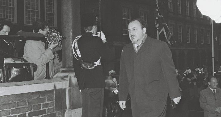 Den danske statsminister, Anker Jørgensen, ankommer til topmødet.