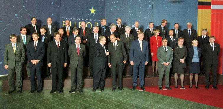 Gruppefoto af stats- og regeringscheferne til topmødet i Tampere.
