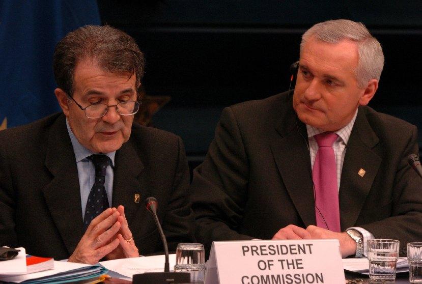 Romano Prodi, formanden for Europa-Kommissionen, sammen med Bertie Ahern, Irsk premierminister samt besidder af formandskabet.