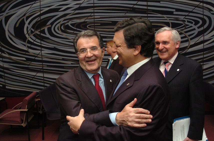 Fra venstre: Romano Prodi, José Manuel Barroso og Bertie Ahern til EU-topmødet , hvor Barroso vælges som formand for Europa-Kommissionen.
