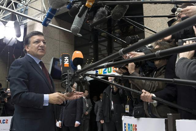 Europa-Kommissions formanden José Manuel Barroso besvarer spørgsmål ved EU-topmødet.