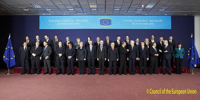 De 27 stats- og regeringschefer, Herman Van Rompuy, Catherine Ashton og José Manuel Barroso på EU-topmødet.