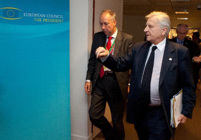 Til højre ses Jean-Claude Trichet, formanden for ECB.