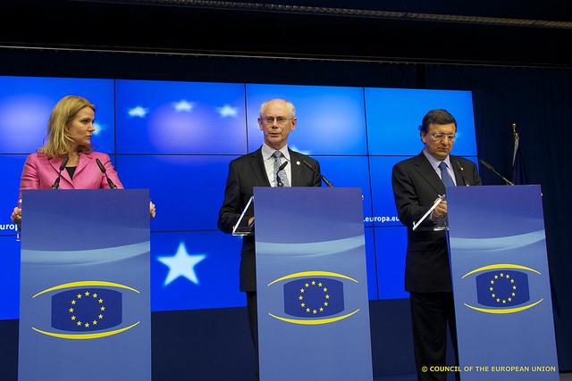 Statsminister, Helle Thorning-Schmidt, sammen med formanden for Det Europæiske Råd, Herman van Rompuy, og formanden for Kommissionen, Jóse Manuel Barroso.