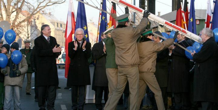 Den 21. december 2007 bliver Estland, Letland, Litauen, Ungarn, Tjekkiet, Malta, Polen, Slovenien og Slovakiet en del af Schengen. Kilde: Europa-Kommissionen.