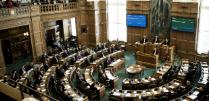 Et billede af folketingssalen.