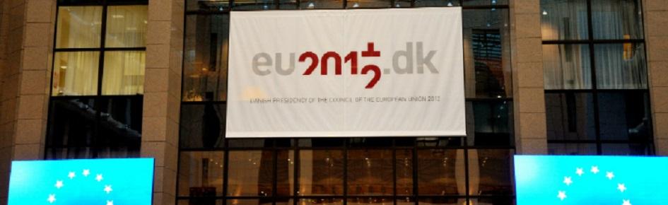 Det danske logo fra formandskabet i 2012 på Ministerrådets bygning. Kilde: Kommissionen