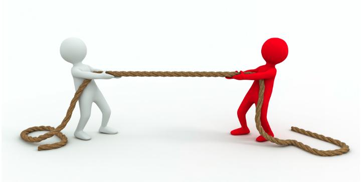 Civilretligt samarbejde illustreret ved to personer der trækker ét reb i hver sin retning.