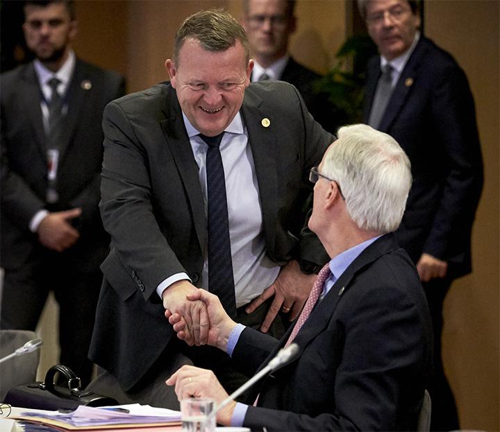 Statsminister Lars Løkke Rasmussen hilser på EU's chef-brexitforhandler Michel Barnier. Foto: Rådet