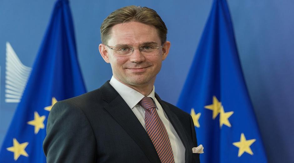 Jyrki Katainen – Finland – Næstformand med ansvar for økonomisk vækst og beskæftigelse. Denne næstformandspost har ansvaret for jobskabelse, vækst og investeringsprogrammer i EU.