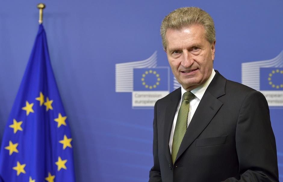 Günther Oettinger – Tyskland – Kommissær for Det Digitale Indre Marked. Denne kommissærpost har ansvaret for at fjerne nationale siloer inden for telekom regulation, copyright og databeskyttelse.