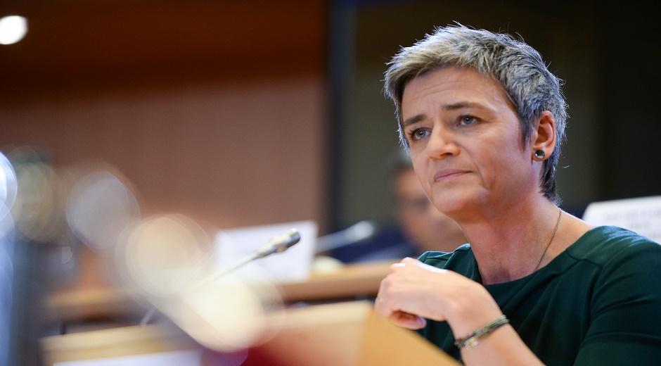 Margrethe Vestager – Danmark - Kommissær for konkurrence. Overvåge markedet og sikre en lige og fair konkurrencesituation, og hvis nødvendigt håndhæve regler for konkurrence.