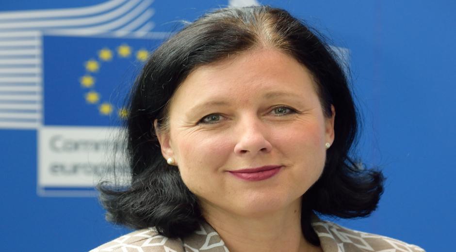 Věra Jourová – Tjekkiet - Kommissær for retlige anliggender, forbrugere og ligestilling mellem mænd og kvinder. Denne kommissionspost har ansvaret for bekæmpelsen af diskrimination, at promovere ligestilling mellem kønnene og sikre gennemførelsen af EU databeskyttelsesreformen