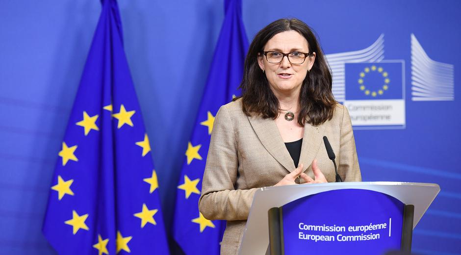 Cecilia Malmström – Sverige – Kommissær for handel med tredje lande. Denne kommissærpost repræsenterer EU i WTO og forhandler bilaterale handelsaftaler på plads med tredje lande såsom TTIP aftalen med USA.