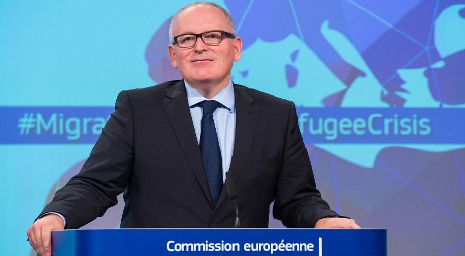 Frans Timmermans – Nederlandene – Førstenæstformand. Førstenæstformanden står for koordineringen af Kommissionens arbejde, især med henblik på overholdelse af nærhedsprincippet og proportionalitetsprincippet. Dertil formandens højre hånd.