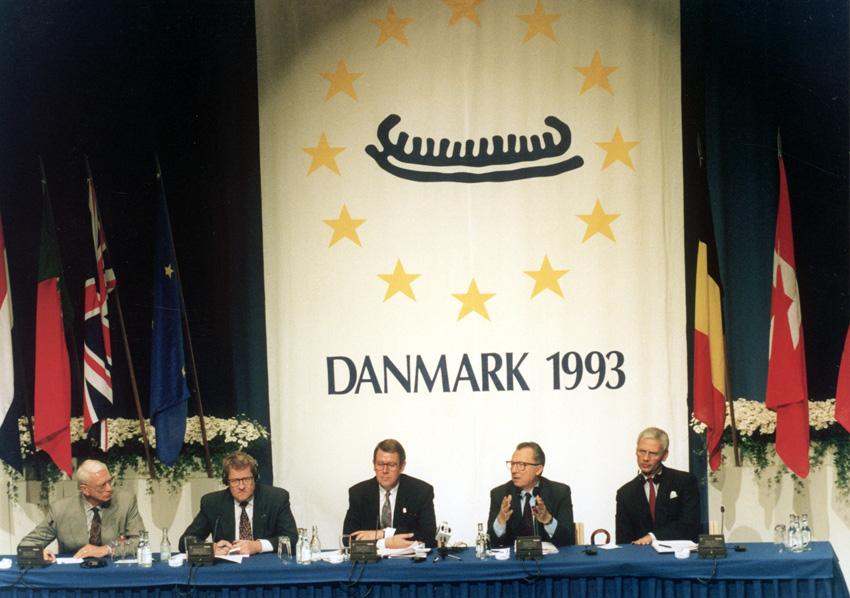 Ved dansk formandskab til EU-topmødet i København ses fra venstre Niels Helveg Peter, dansk udenrigsminister, Poul Nyrup Rasmussen, dansk statsminister, Jacques Delors, formand for Kommissionen og Hans van den Broek, Kommissær med ansvar for forbindelser med tredjelande.