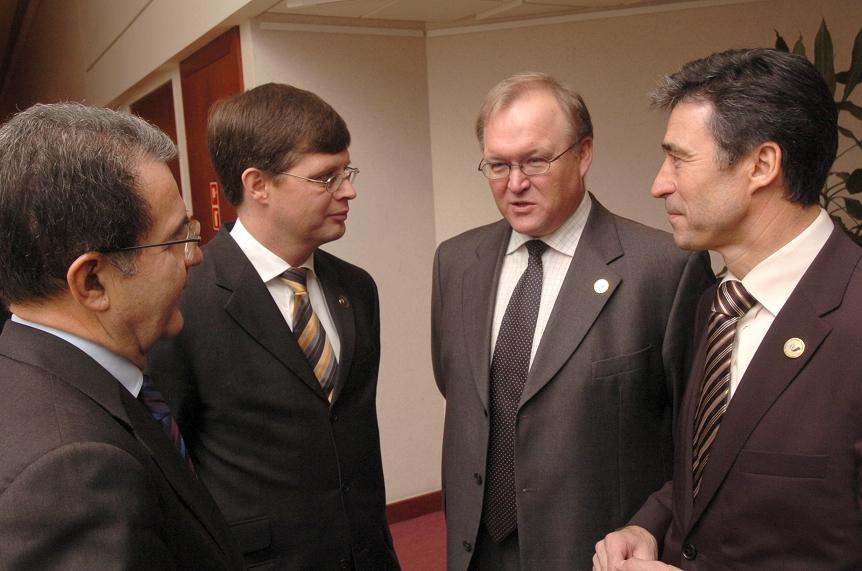 Fra venstre ses Romano Prodi, formanden for Europa-Kommissionen, Jan Peter Balkenende, hollandsk premierminister, Göran Persson, svensk statsminister og Anders Fogh Rasmussen, dansk statsminister.