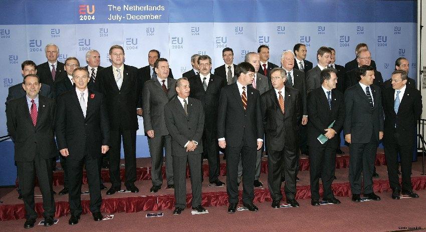 Gruppefoto til EU-topmødet den 4. og 5. november 2004