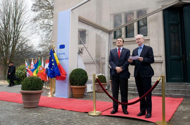 Fra venstre José Manuel Barroso og Herman van Rompuy til det uformelle EU-topmøde.