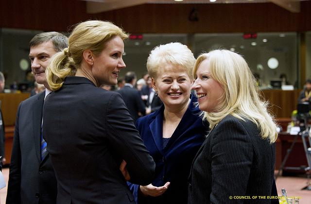 Danske statminister Helle Thorning-Schmidt taler med den litauiske præsident Dalia Grybauskaitè og premierministeren Iveta Radicova fra Slovakiet.