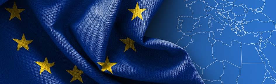 Flag of Europe on map background - Fotograf ©Octavus - stock.adobe.com