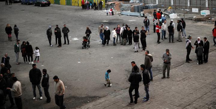Flygtninge på vej ind på asylcenteret Voenna Rampa i Sofia, Bulgarien.
