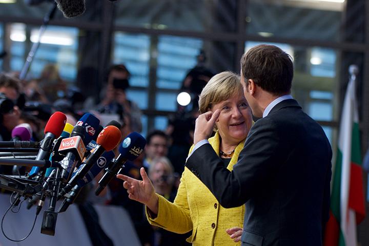 Den tyske kansler Merkel og den franske præsident Macron under ankomsten til topmødet. Foto: Rådet