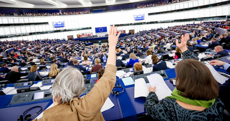 Afstemning i Europa-Parlamentet. Kolofon: Europa-Parlamentet.