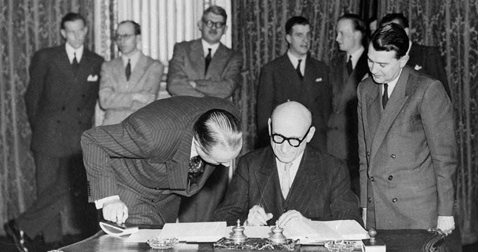 Kul – og stålunionen grundlægges den 18. april 1951 med Paris-traktatens underskrivelse