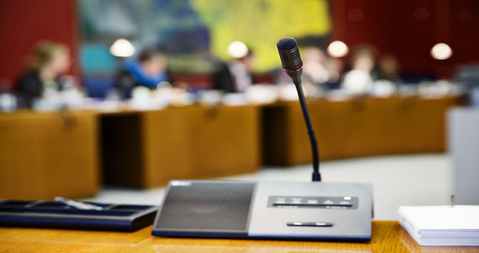 Billede af mikrofon på bord i Folketingets Europaudvalg