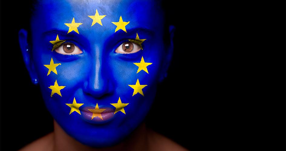 Pige sminket med EU-flag